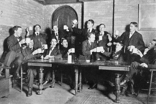 Estudiantes de la Universidad de Búfalo cantando, 1907, University at Buffalo, The State University of New York, UB Photo Database